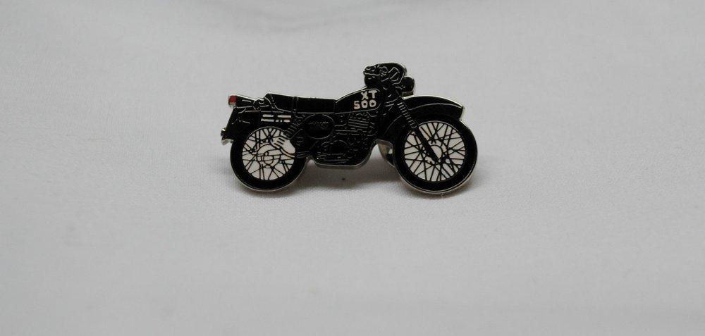 Yamaha XT500 Lapel Pin Black/White 00-108
