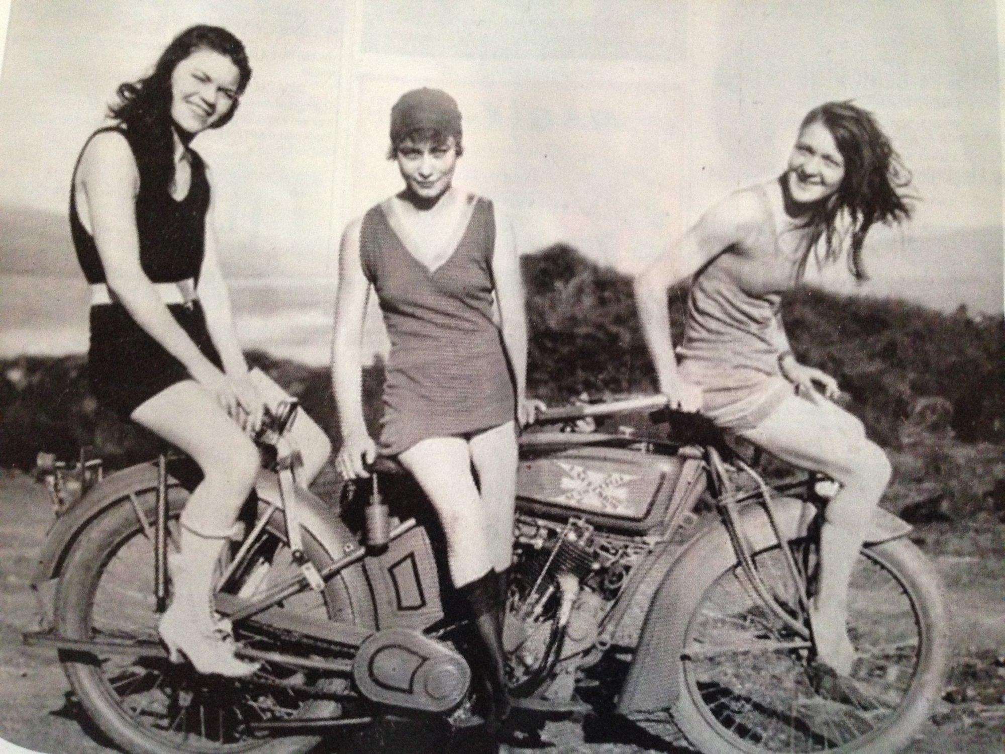 Vintage  Swim Suit Maids Poster Picture 5-078