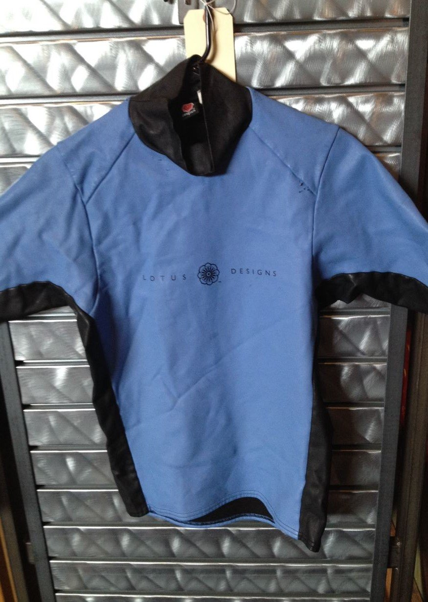 Consign - Women's Patagonia Lotus Designs Waterproof, Size Medium