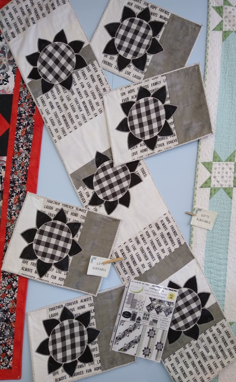 Cottage Style Table Runner and 4 Placemats Kit