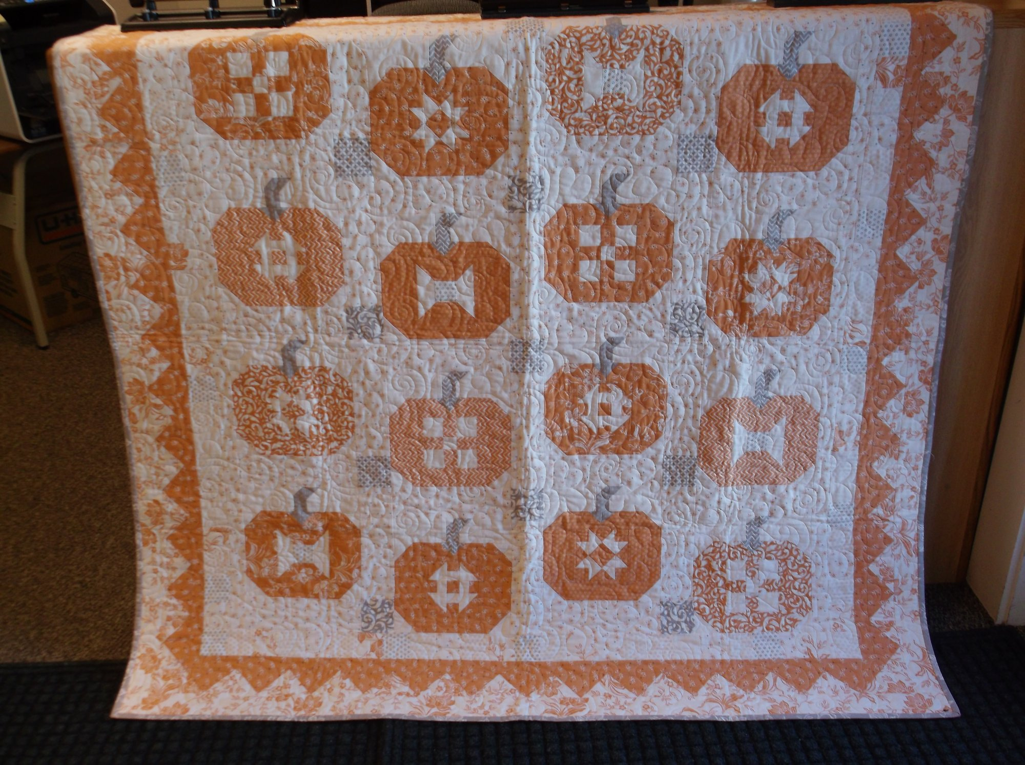 Pumpkins and Cream quilt kit