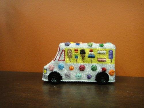 E2Q Truck Ice Cream 3-D w Wheels