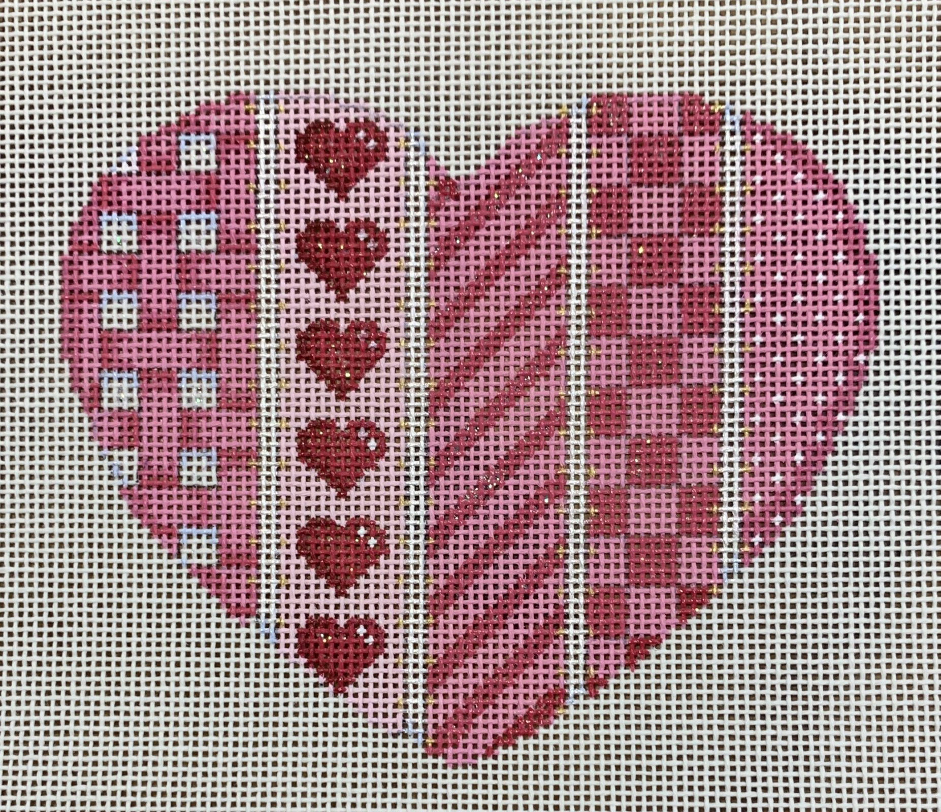 ATTSHE1006 Woven/Hearts/Diag/Checks Lg. Heart  4.75x4  18