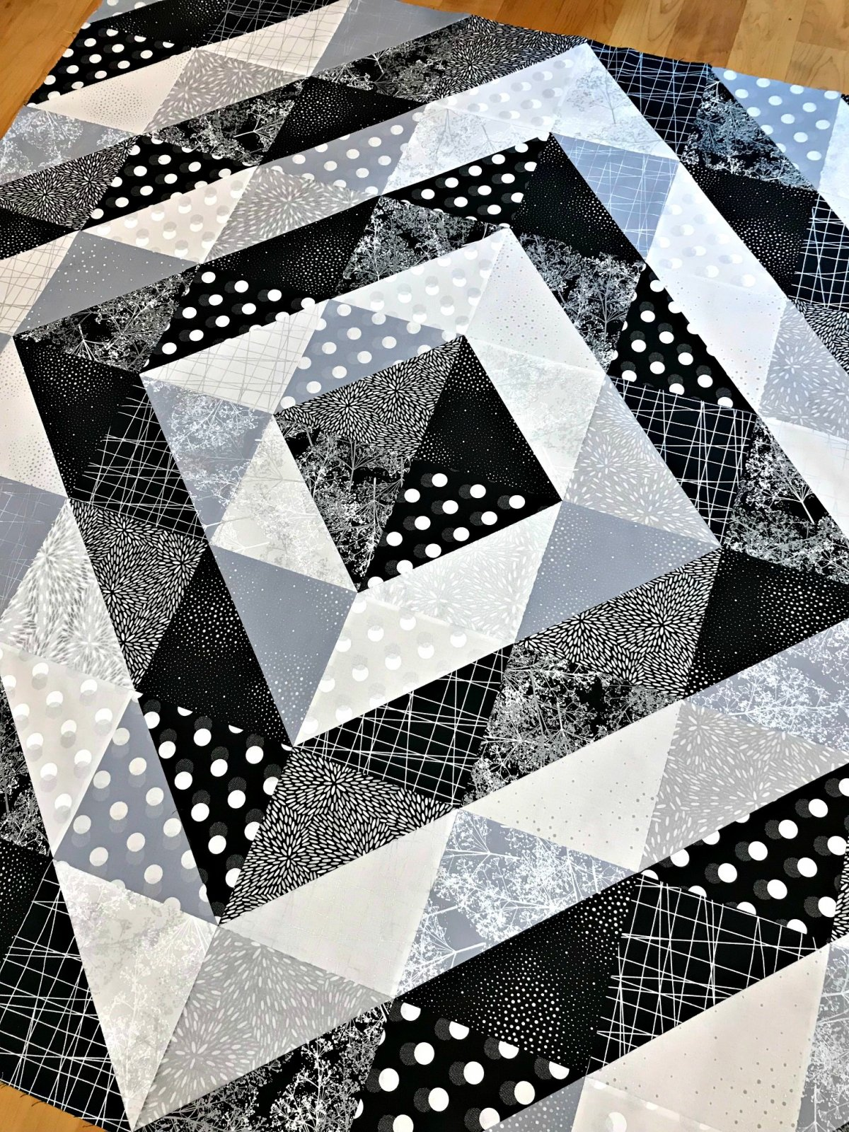 Sparkle And Fade Lap Size Quilt Kit