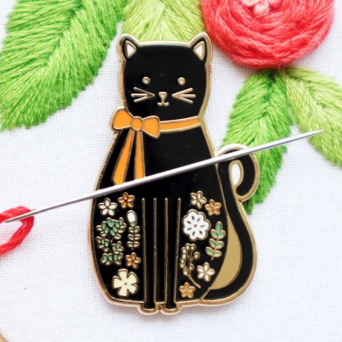 Black Cat Needle Minder