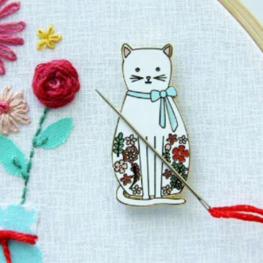Floral Cat Needle Minder