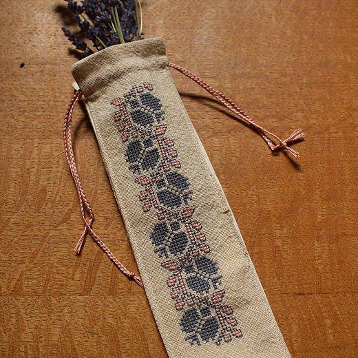 Avlea Embroidery BitBag #704