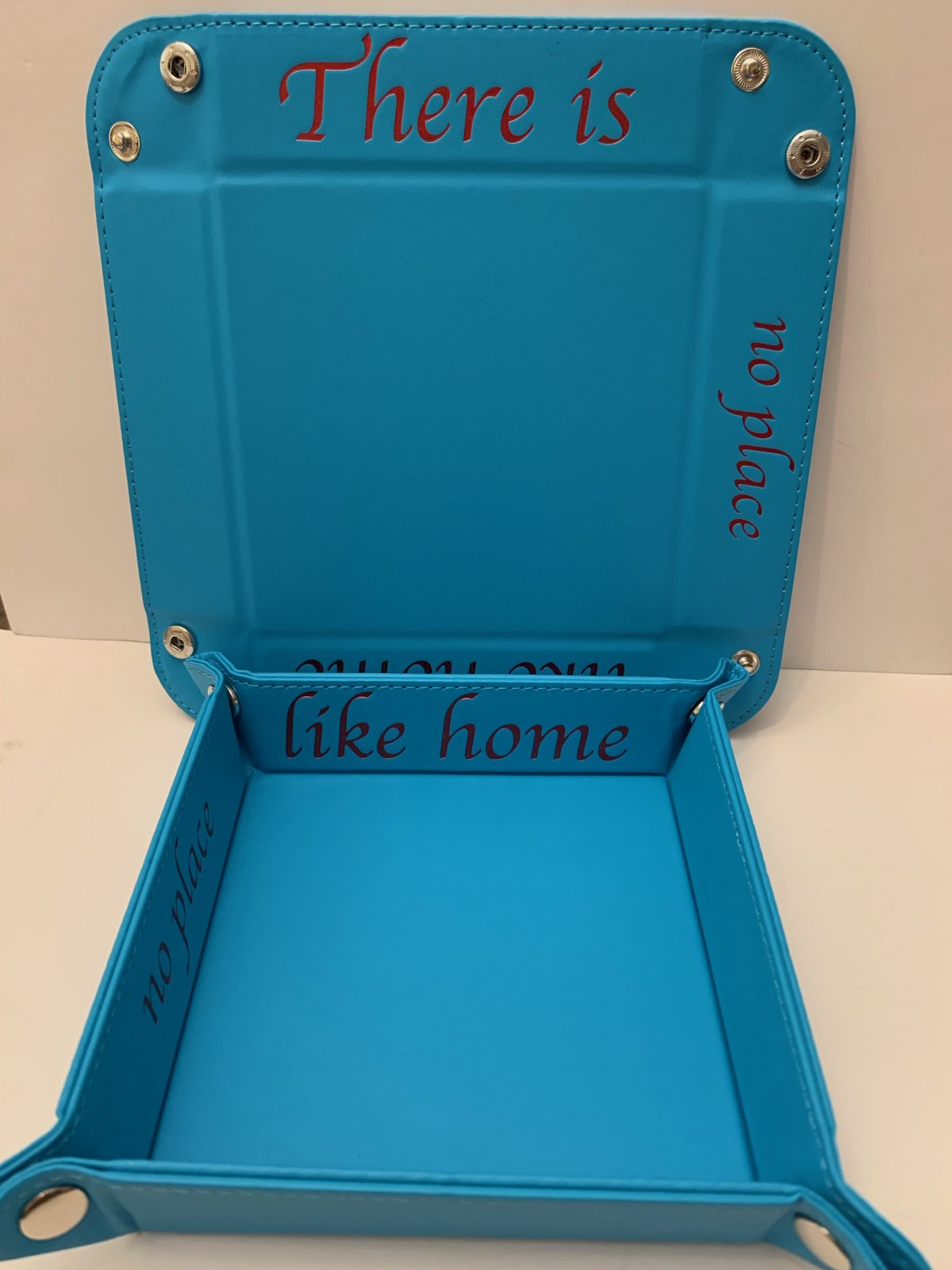 Accoutrement Designs Blue There is No Place Like Home snap tray