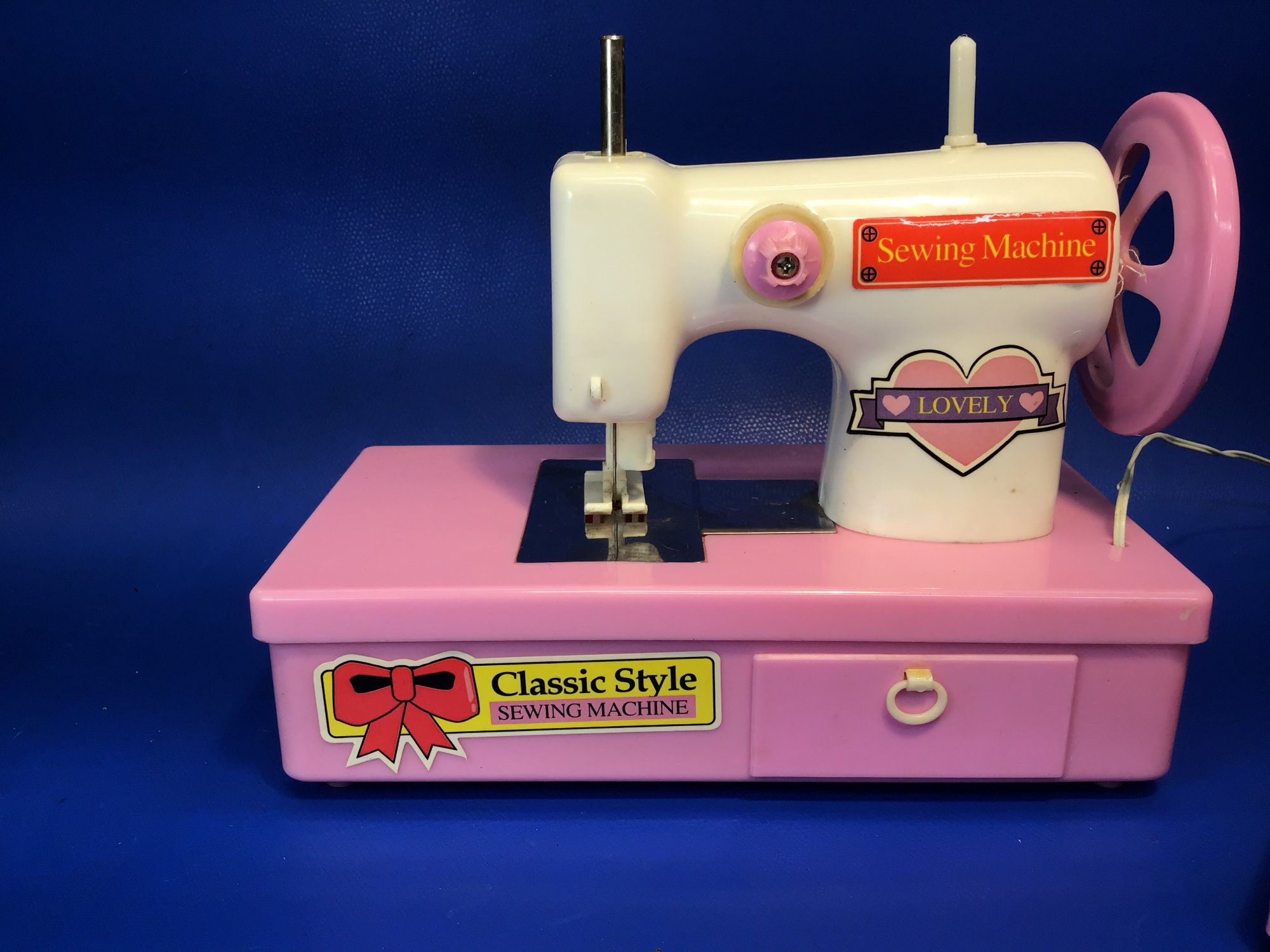 Lovely Classic Style Toy Sewing Machine