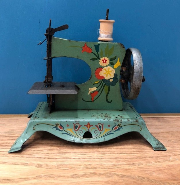 Beautiful Turquoise Floral Toy Sewing Machine