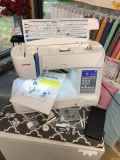 Pre-Owned Janome skyline S5