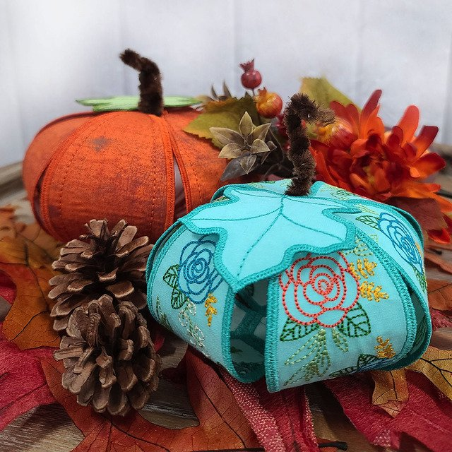OESD Freestanding Floral Pumpkin Patch Machine Embroidery CD