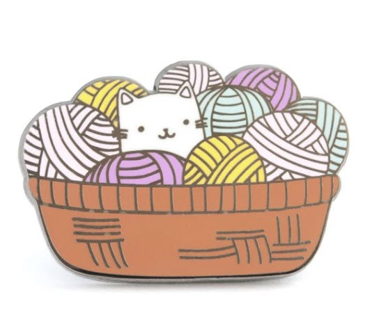 ENAMEL PIN Cat and Yarn