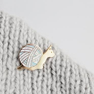 ENAMEL PIN Slow Knitter