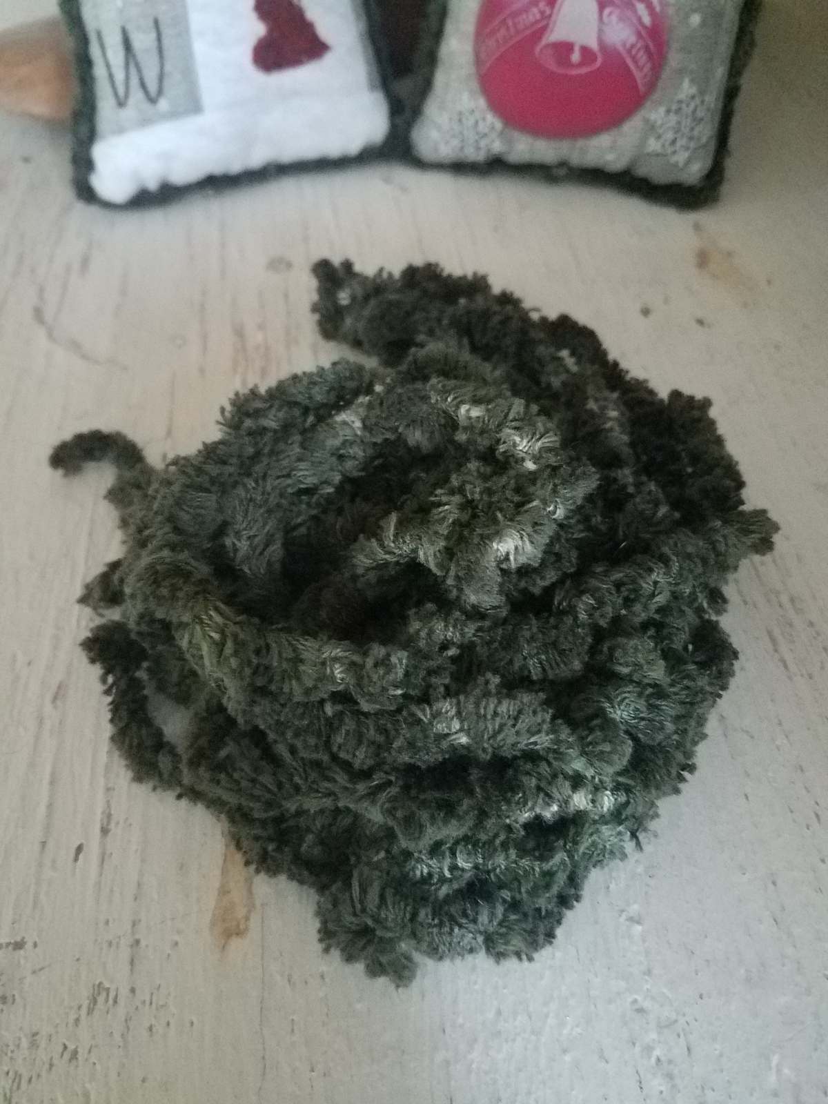 CH1715-6 Dark Green Chenille Yarn Pack
