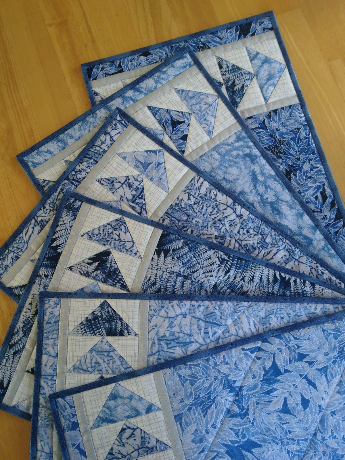 """Geese Across The Table Kit (6 placemats 12"""" x 18"""" runner 10"""" x 48"""")"""