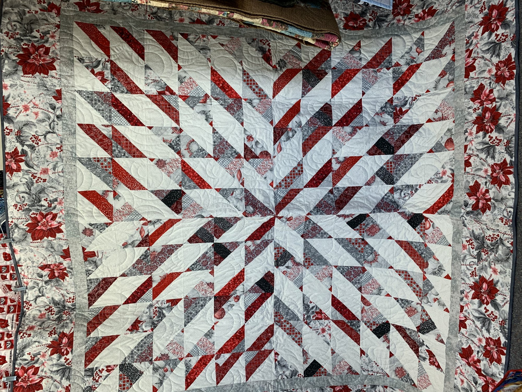 Poinsettia Star Quilt