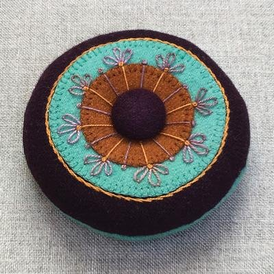 Circles & Stitches Wool Pincushion aqua -kit