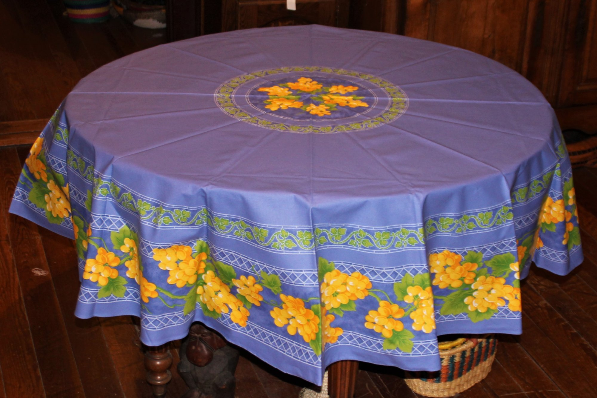 70 French Cotton Round Tablecloth Grapes (Blue)