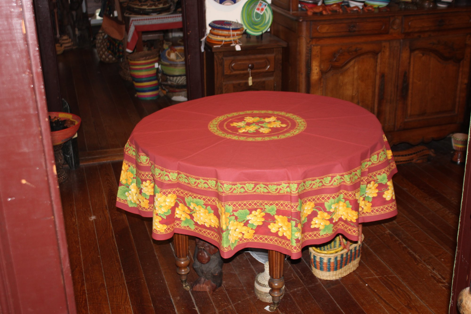70 French Cotton Round Tablecloth Grapes (Red)