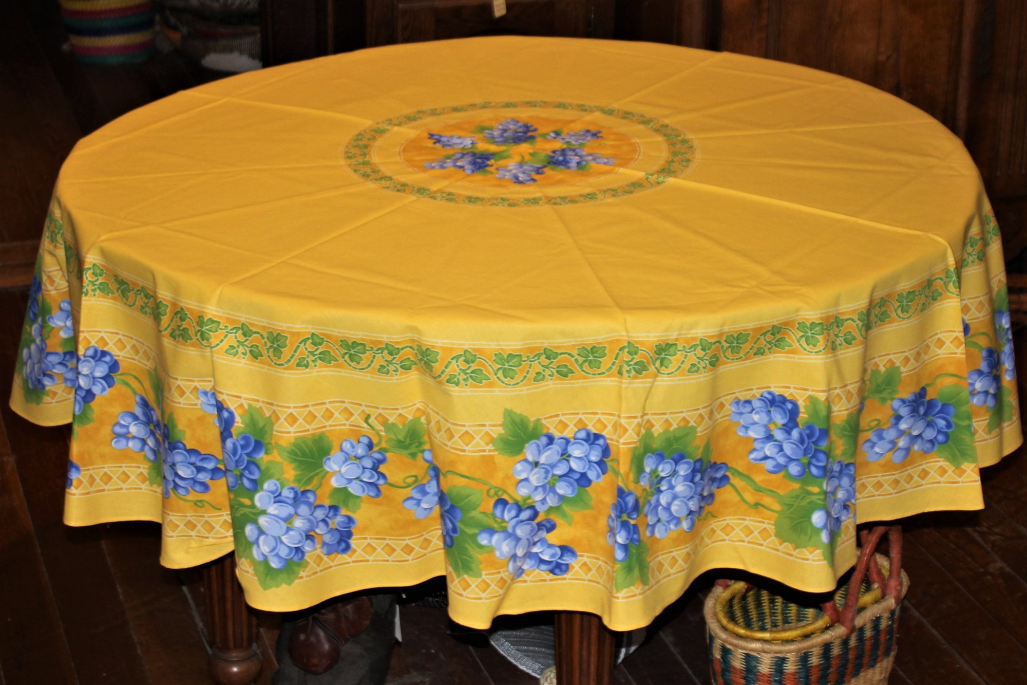 70 French Cotton Round Tablecloth Grapes (Yellow)
