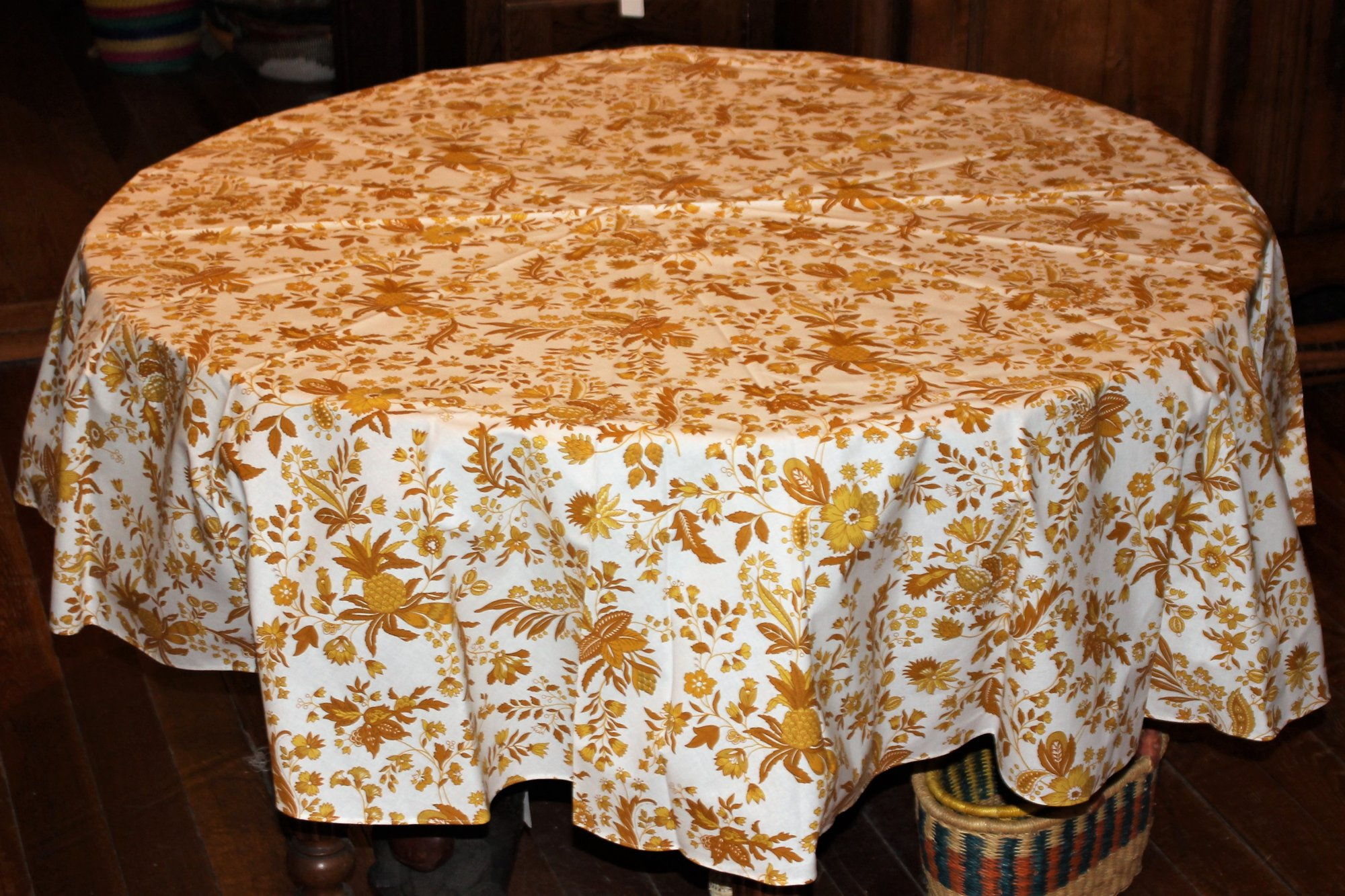 70 French Acrylic-Coated Round Tablecloth Versailles (Gold)