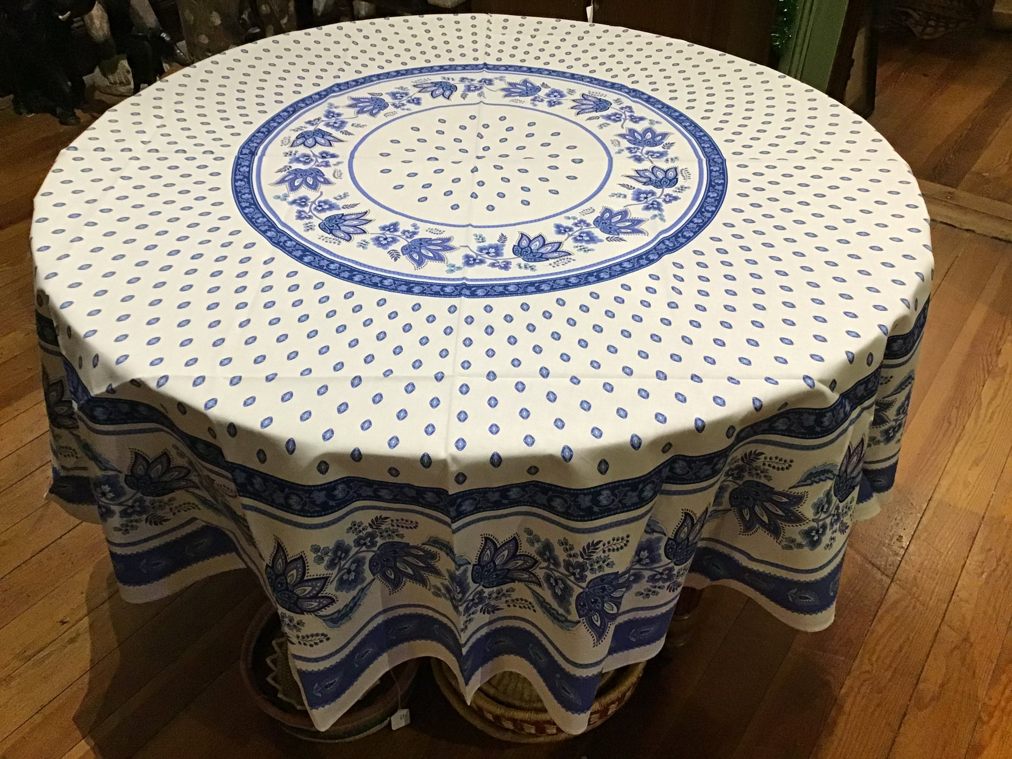 70 French Cotton Round Tablecloth Lisa White