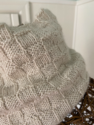 Catherine Cowl in Metalico