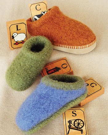 fiber trends CH38: kids felt clogs