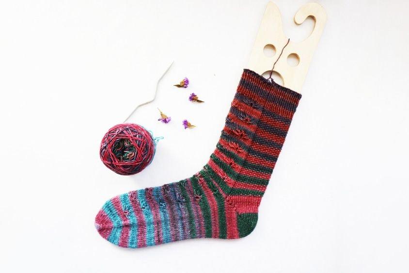 Uneek Sock Kit - Urth Yarns