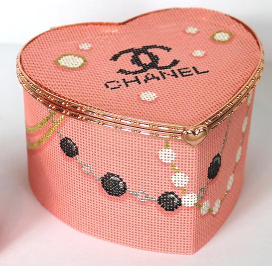KDN/BXLH02 Limoges Box - Large Heart Chanel Logo