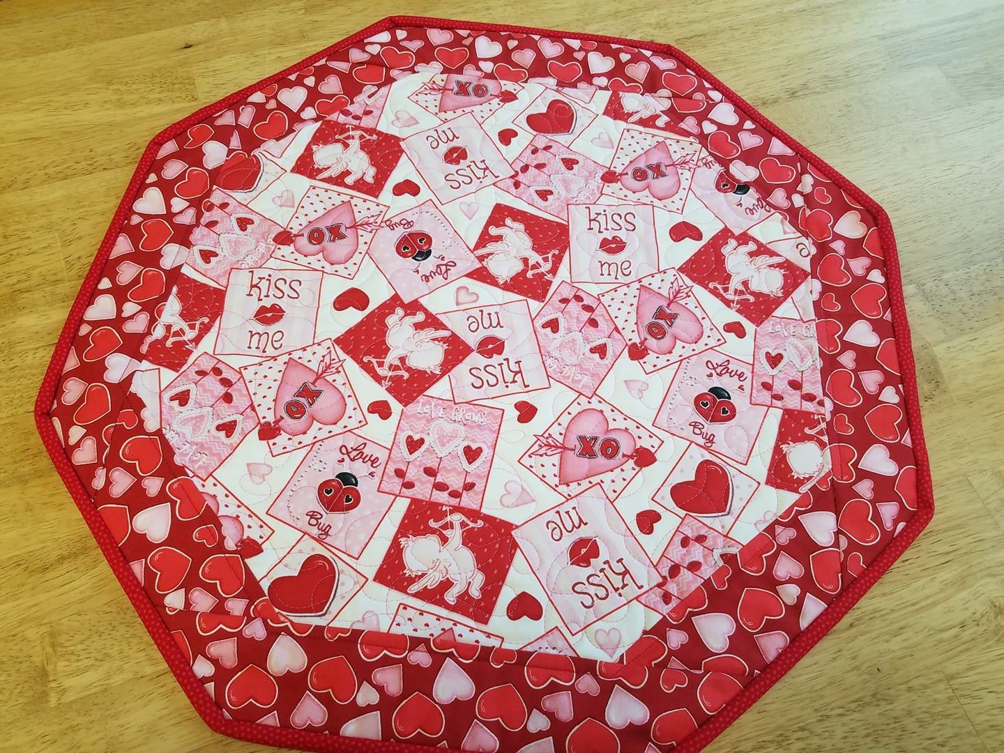 Valentine#2 Kiss Me- Fun Focus Table Topper