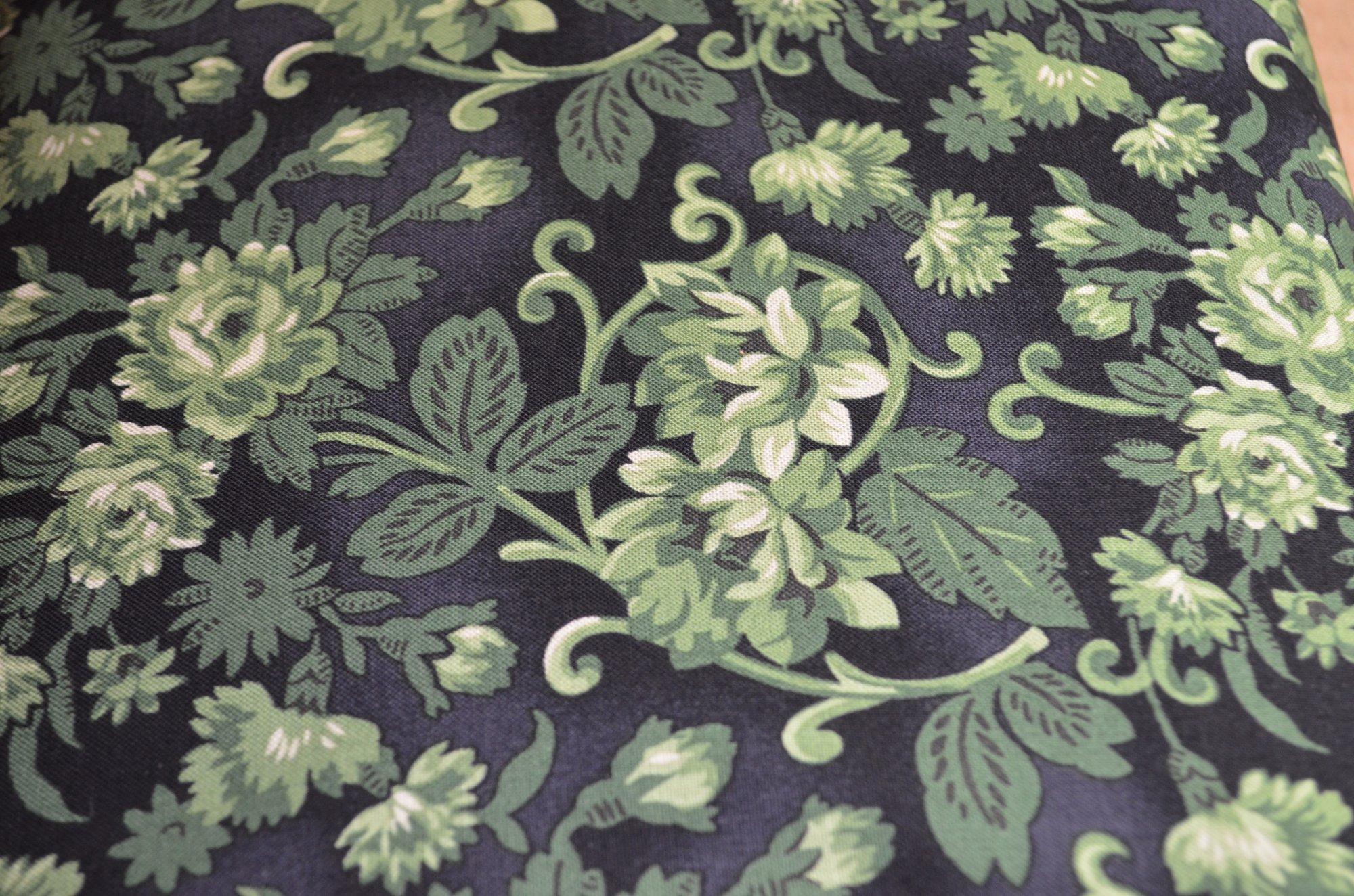 Washington Street Studio Christmas Remembered 47156649GRE1 Green Floral