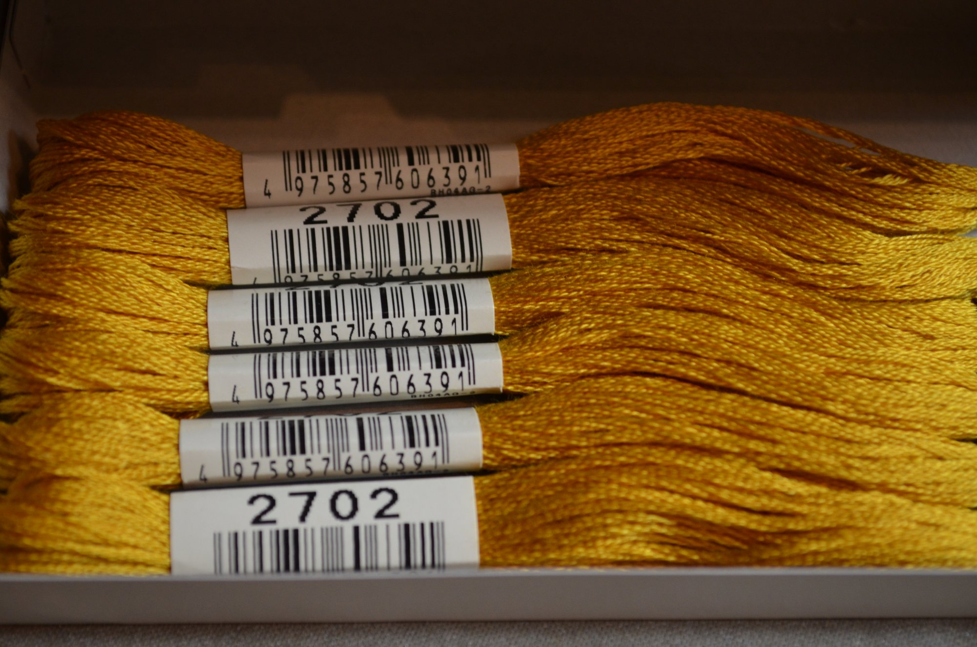 Cosmo Embroidery Floss 8.75Y  LEN2512-2702  color 2702