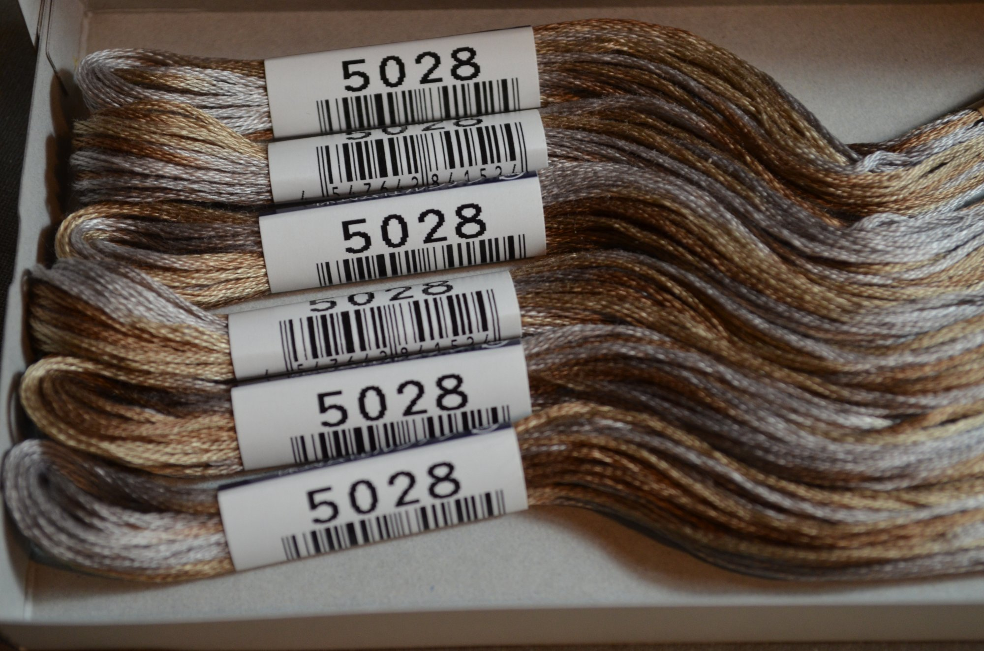 Cosmo Embroidery Floss 8.75Y  LEN80-5028  color 5028