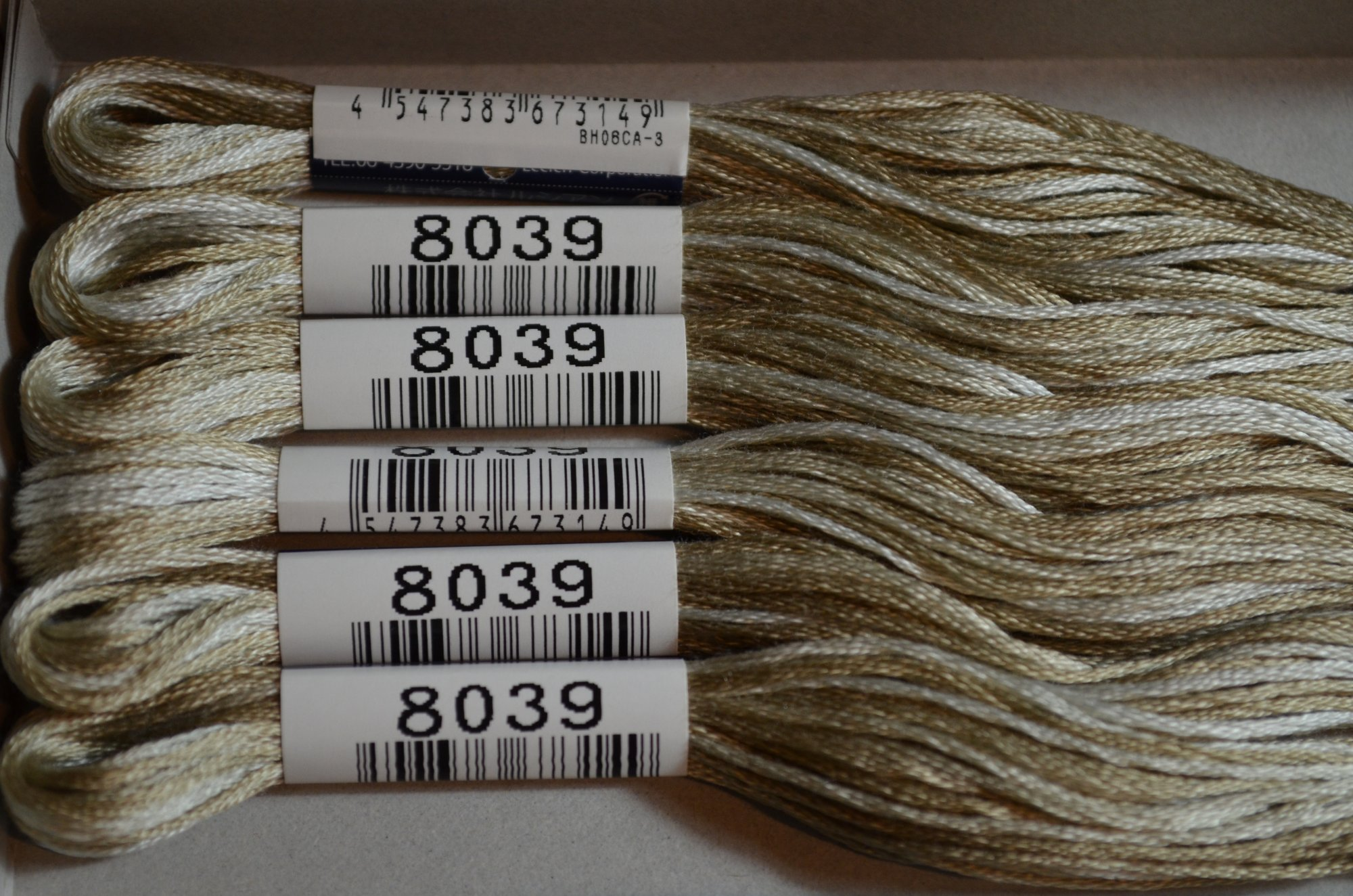 Cosmo Embroidery Floss 8.75Y  LEN80-8039  color 8039