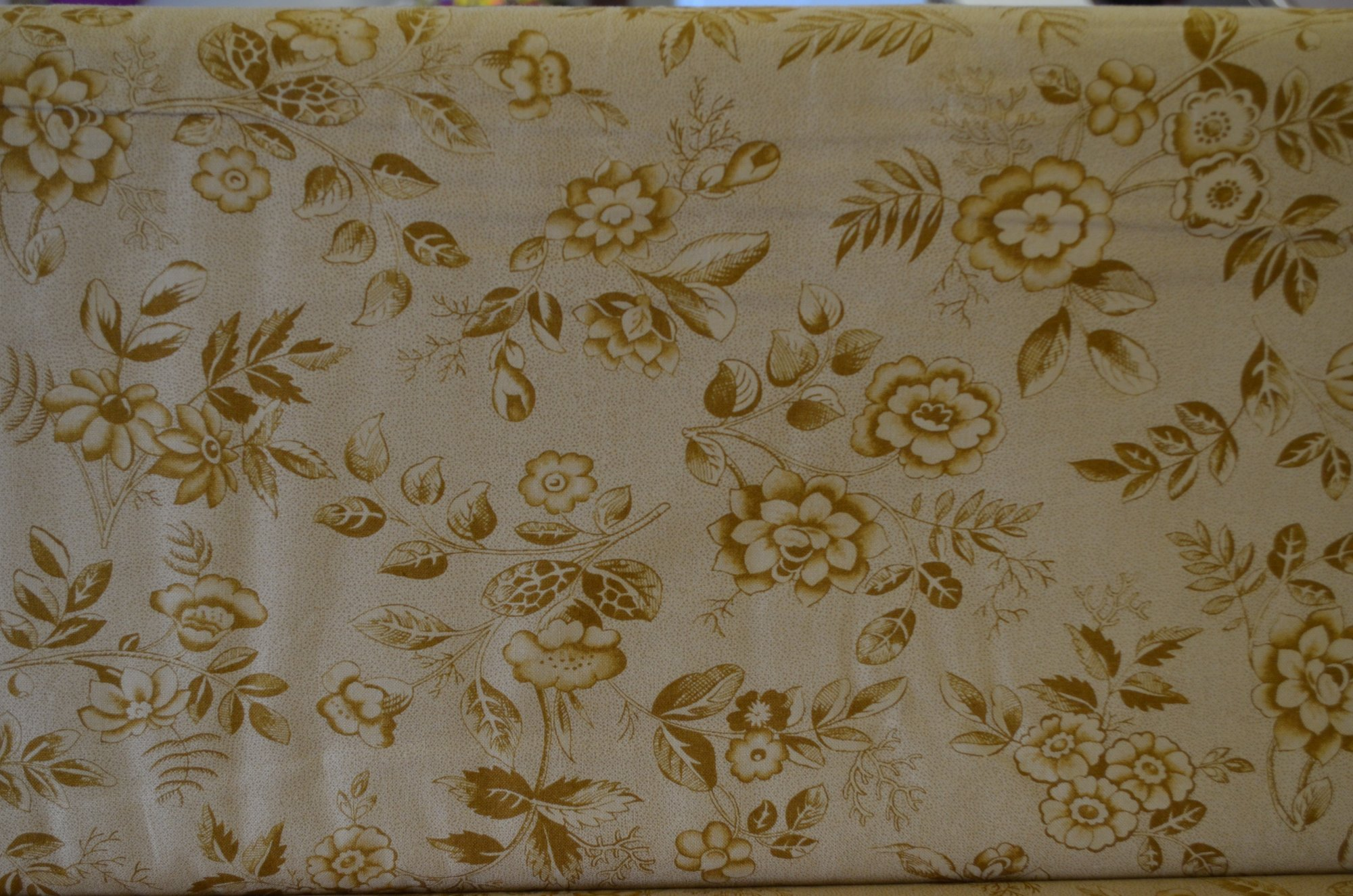 Moda MIDWINTER REDS Ivory Tan Floral 14762 14 Minick /& Simpson QUILT FABRIC