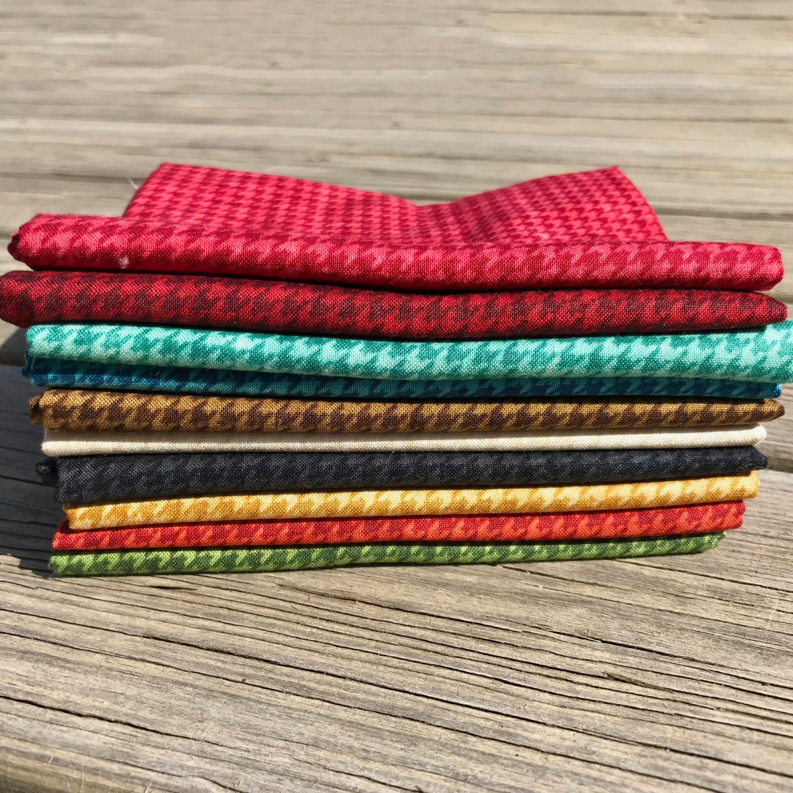 Houndstooth Basic Fat Quarter Bundle