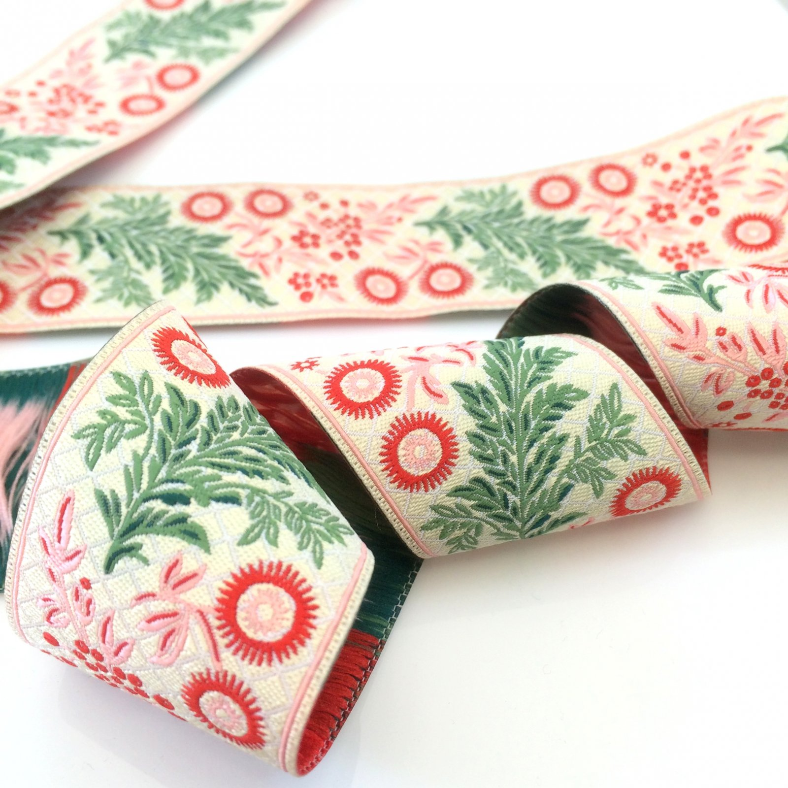 RENAISSANCE RIBBONS - FRENCH GARLAND - RED GREEN ON ECRU 38 MM