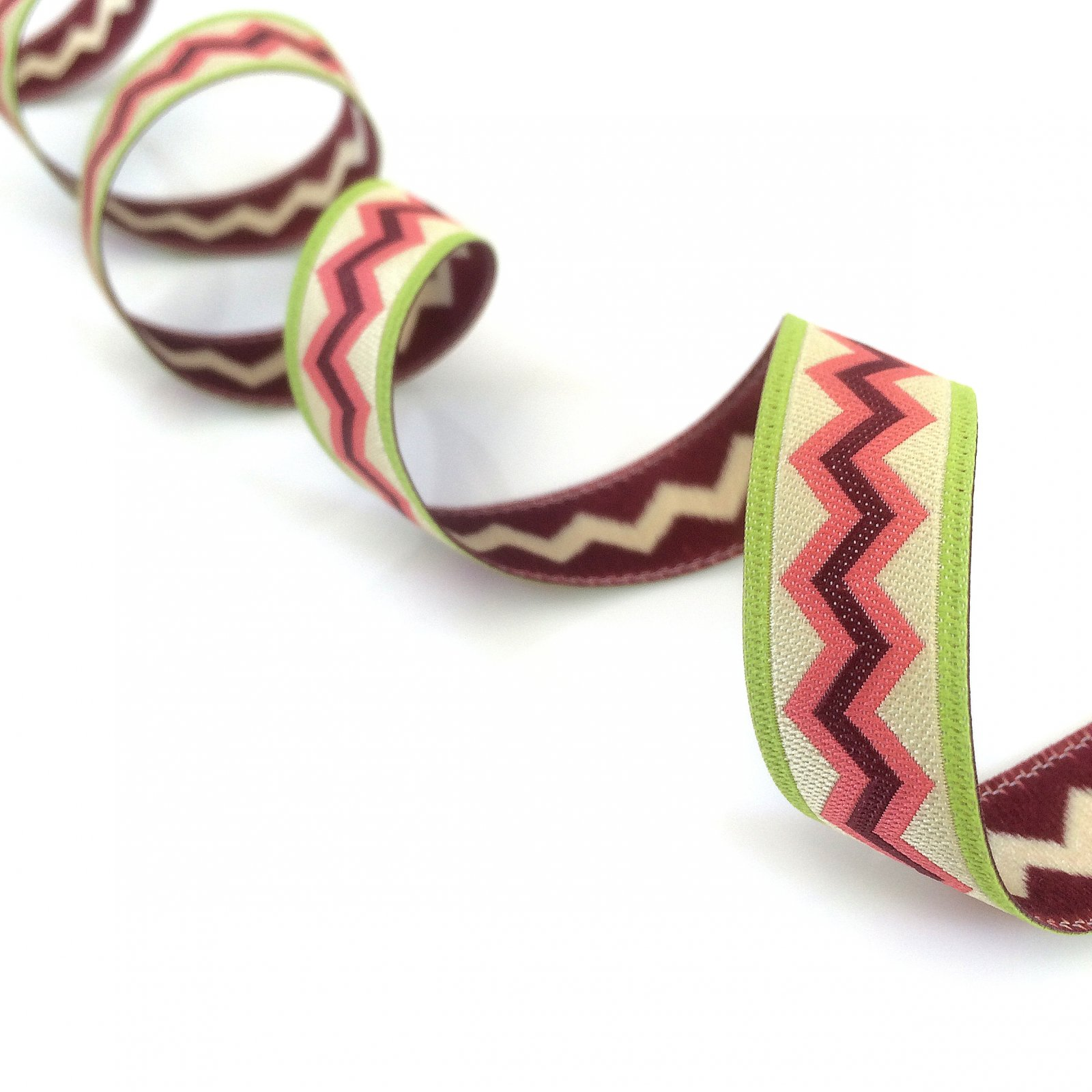 RENAISSANCE RIBBONS - MEANDER - CORAL ON GREEN