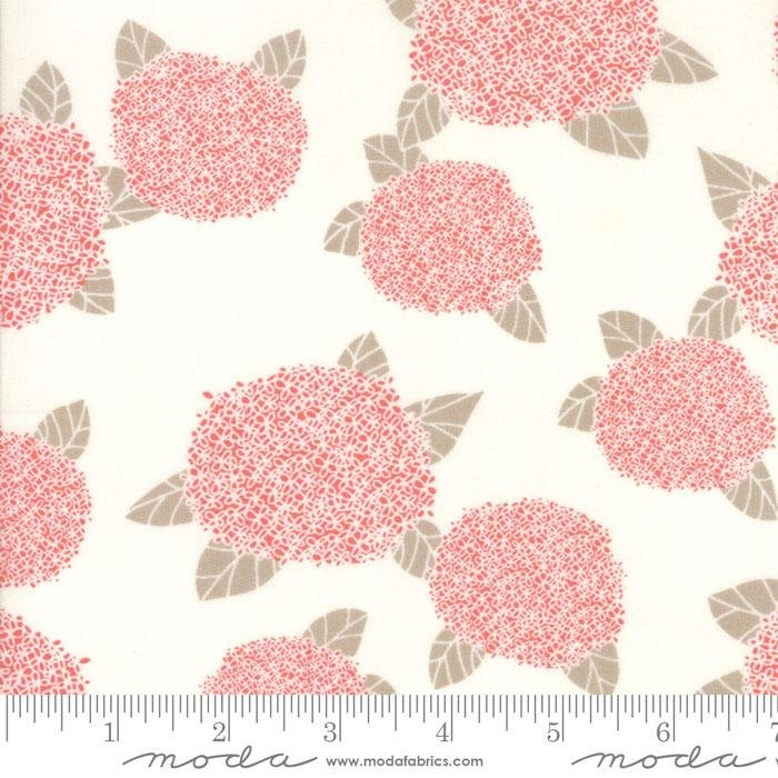 MODA- Bayberry Hydrangea Cloud creme/pink large floral scatter