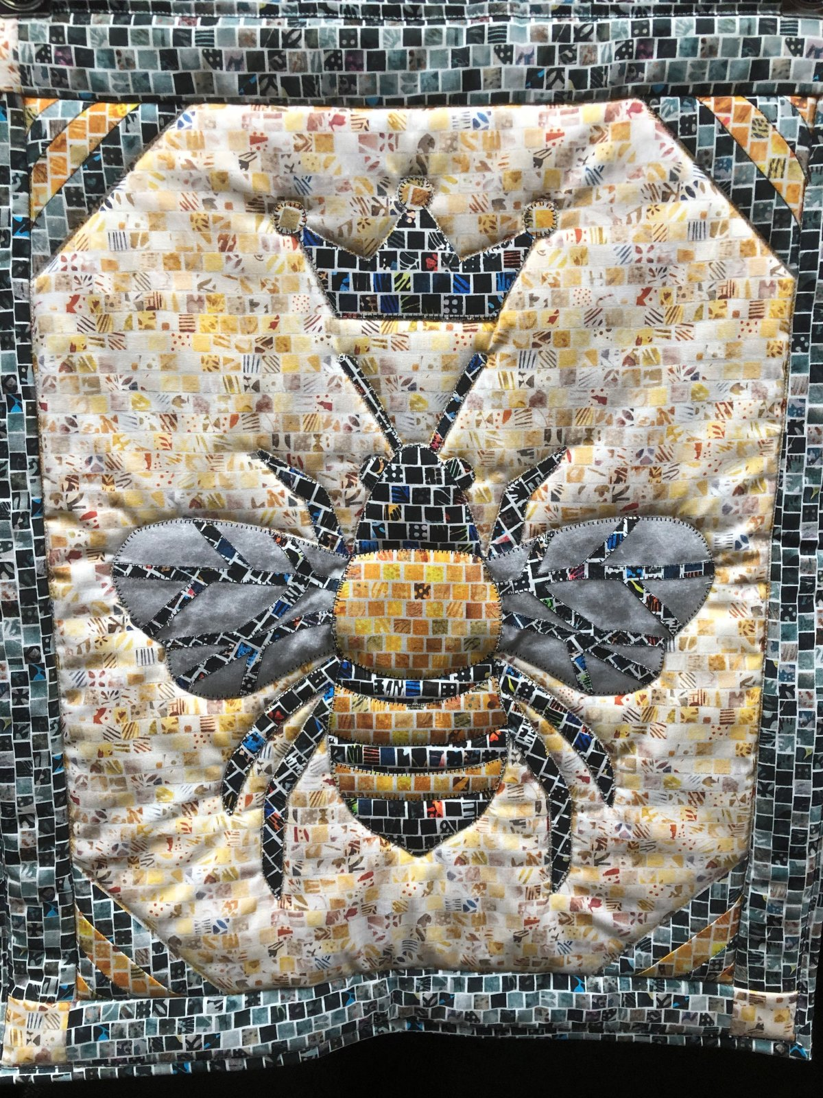 Bee Mosaic Quilt Sample 19 x 23