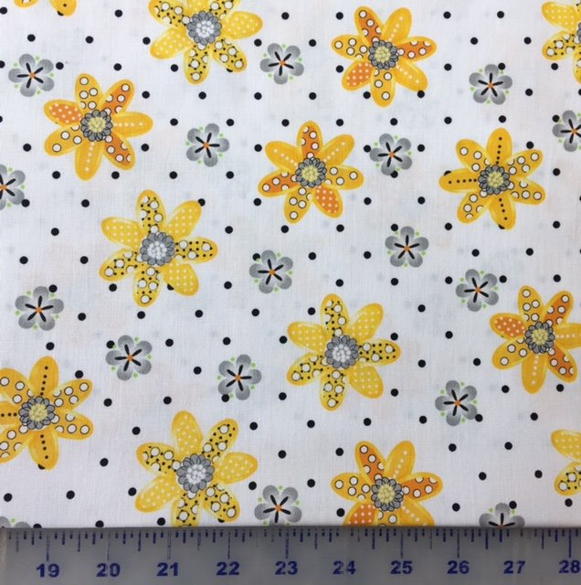 3978-60782-43 Exclusively Quilters Sundance White with Yellow Daisies