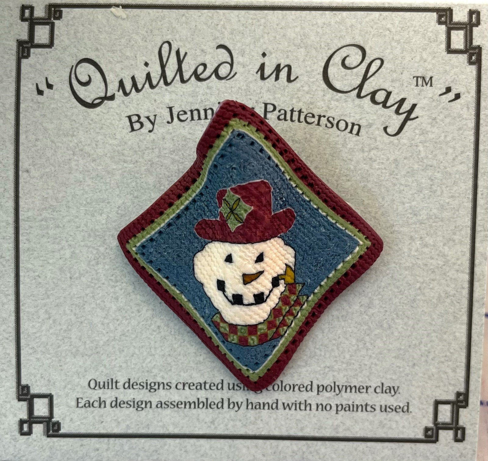 QICBROOCHSM Quilted in Clay Brooch
