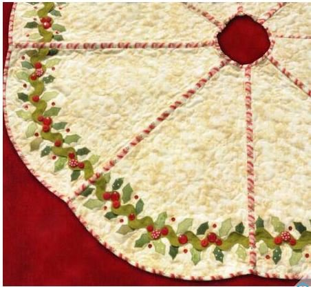 SF48513 Shabby Fabrics Pattern Holly & Berries Tree Skirt