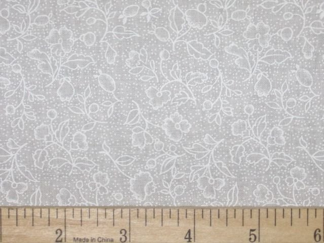 108 quilt backing white floral qb40