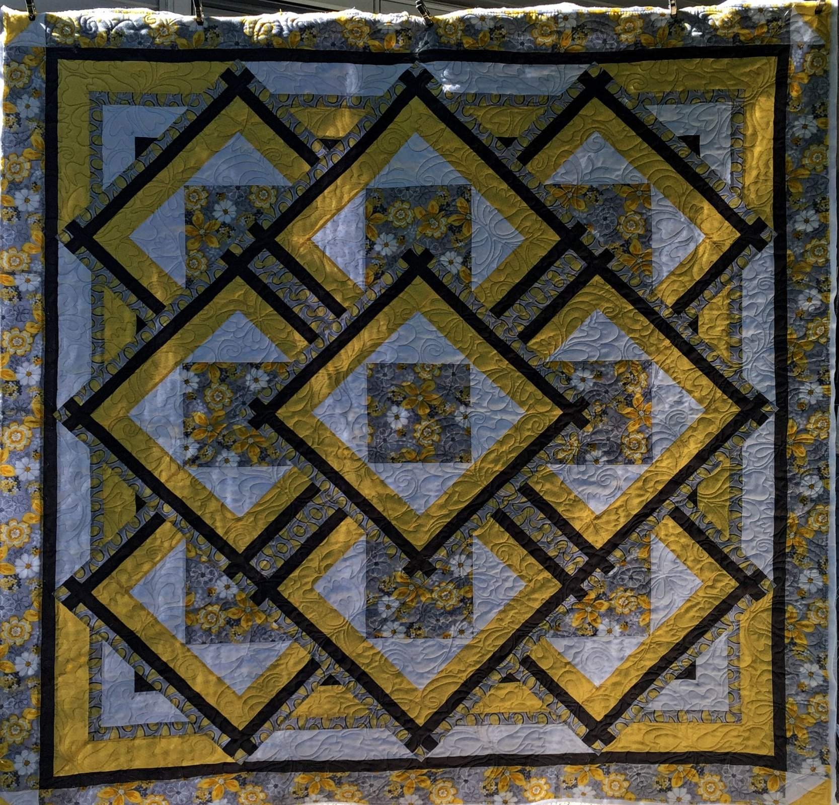 Yellow/Gray Medallion