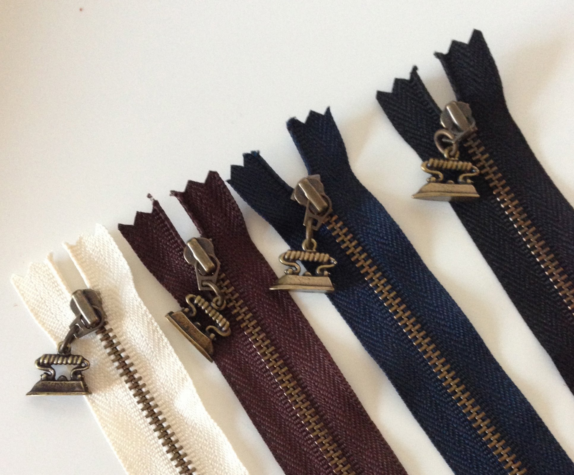 20 cm [8]  Zipper - Iron (brown)