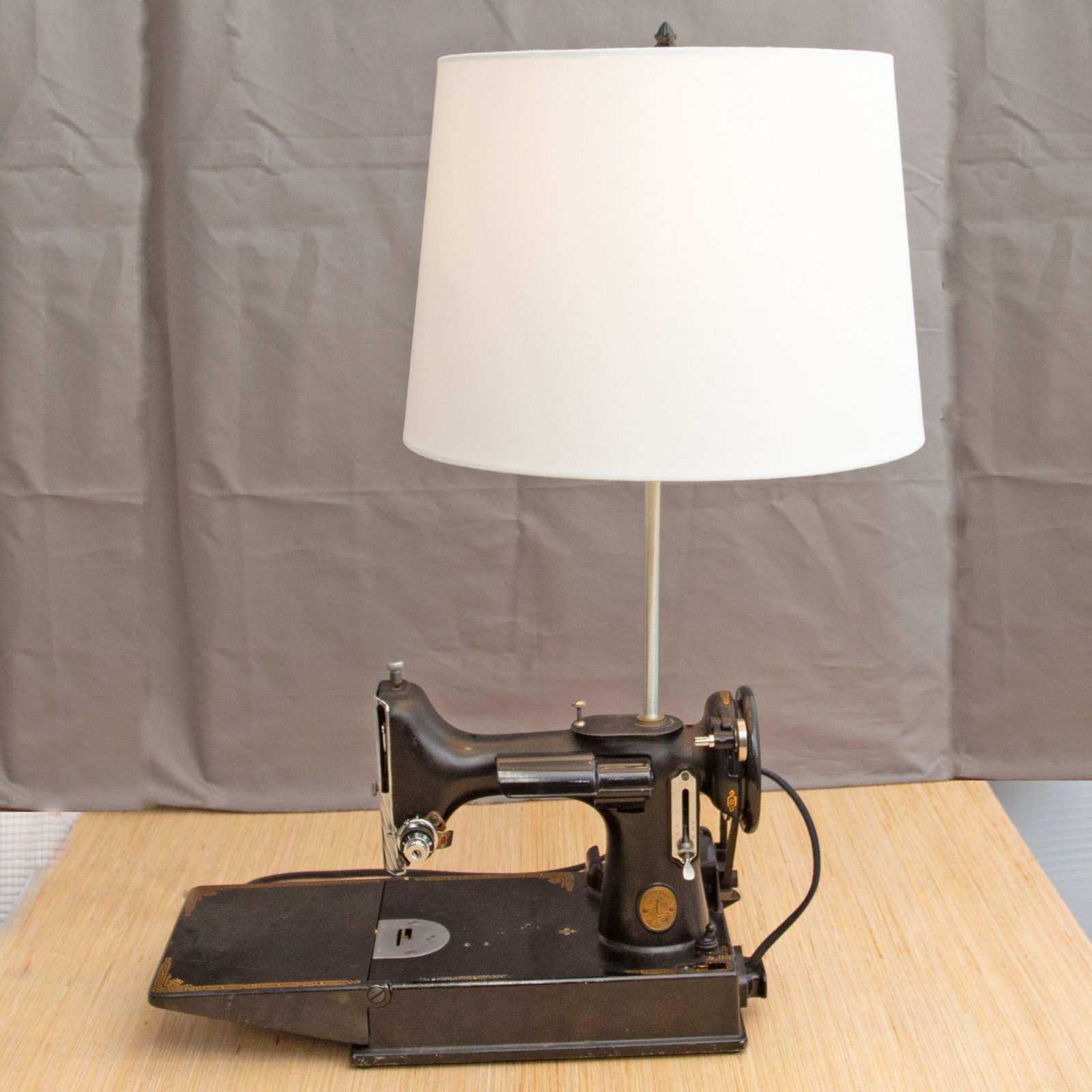 Singer Featherweight 221 Decor Lamp
