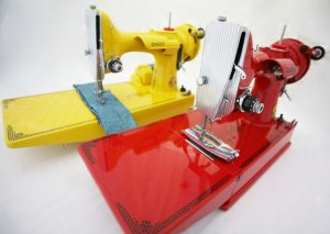 Singer Featherweight 221 custom painted red and yellow
